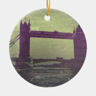 London överbryggar rund julgransprydnad i keramik