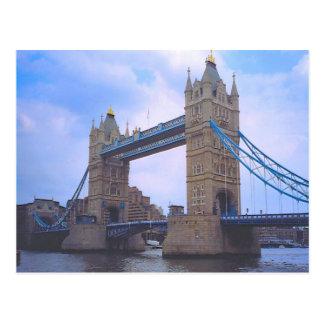 London torn överbryggar och floden Thames Vykort