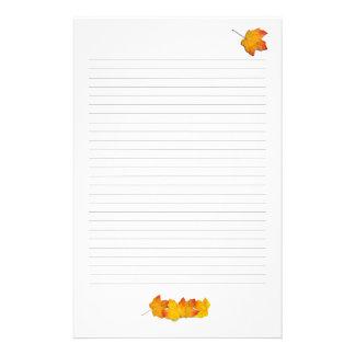 Lönnlövnedgångtema, fodrat handstilpapper brevpapper