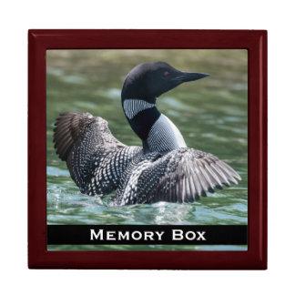 Loonen belägger med tegel boxas minnesask