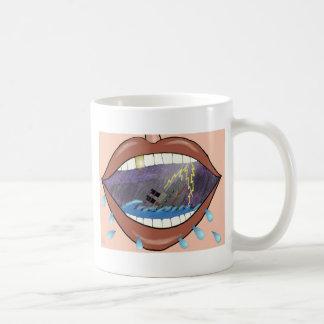 Lossa läppar, sjunka frakter kaffemugg