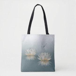 Lotusblomma och slända all över - trycktotot tygkasse