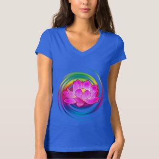 Lotusblommablomma i regnbåge tee