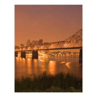 Louisville Kentucky nattljus överbryggar Ohio Brevhuvud