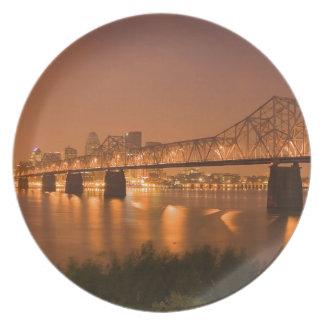 Louisville Kentucky nattljus överbryggar Ohio Rive Tallrik