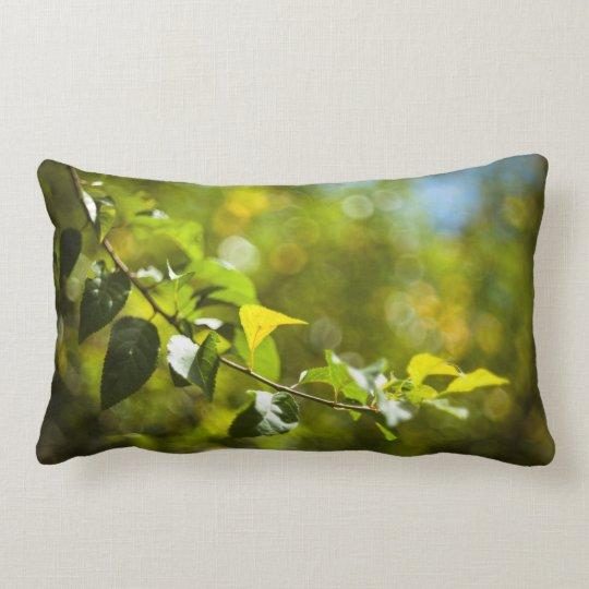 Löv och bokeh lumbarkudde