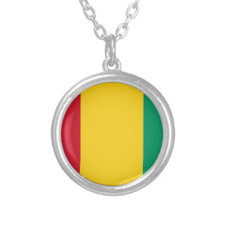 Lowen kostar! Guinea flagga Silverpläterat Halsband