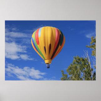 Luftballong backar över Quail för sjön, Cheyenne Poster