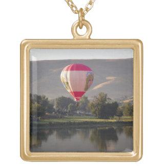 Luftballong över den Yakima floden Halsband Med Fyrkantigt Hängsmycke