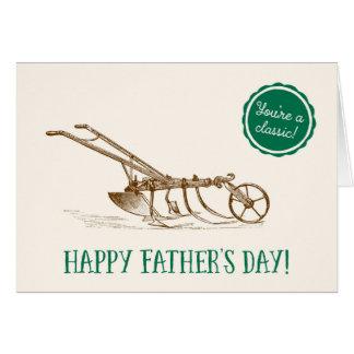 Lycklig fars dagvintagegräsklippningsmaskin hälsningskort