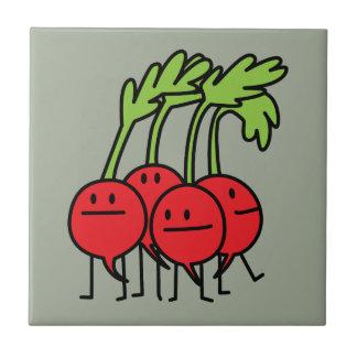 Lycklig grupp för rädisa - rädisor som är kakelplatta