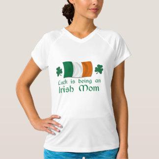 Lycklig irländsk mamma t-shirts