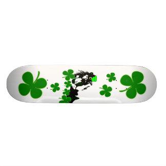 Lycklig irländsk Skateboard