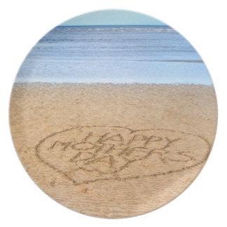 Lycklig mors dag med kärlekhjärta i sanden tallrik
