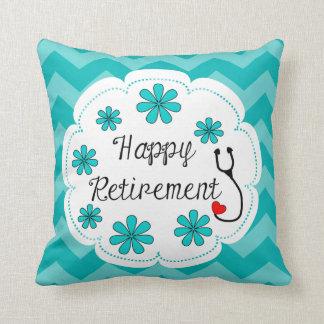 Lycklig pensionläkarundersökning dekorativ kudde