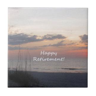 Lycklig pensionstrandsolnedgång kakelplatta