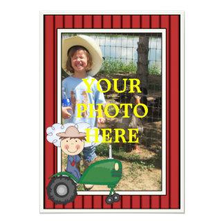 Lycklig pojke & traktor - unge party eller baby 12,7 x 17,8 cm inbjudningskort