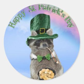 Lycklig Raccoon för st patrick's day (platsen) Runt Klistermärke