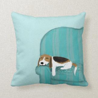 Lycklig soffahund - gulligt koppla av för Beagle Kudde