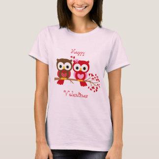 Lycklig valentinesugglakärlek t shirts