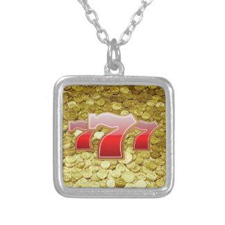 lyckliga sju och mynt silverpläterat halsband