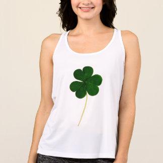 Lyckliga Sts Patrick dag! Shamrockirländareklöver Tshirts