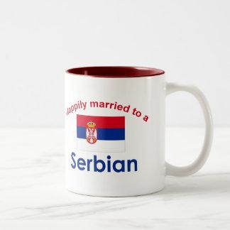 Lyckligt att gifta sig till en serb 2 Två-Tonad mugg