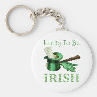 Lyckligt att vara irländskt rund nyckelring