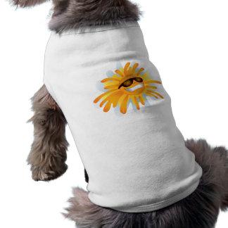 Lyckligt ha på sig för sol skuggar hundtröja