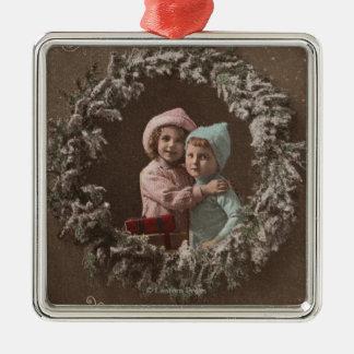 Lyckligt krama för ChristmasLittle ungar Julgransprydnad Metall