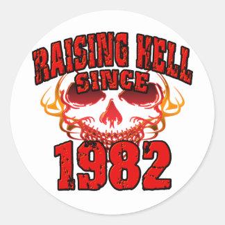Lyfta helvete efter 1982.png runt klistermärke