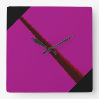 Magenta och svartväggen tar tid på med det fyrkantig klocka