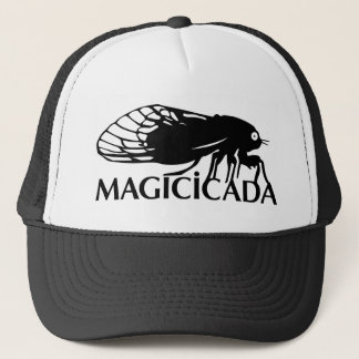 Magicicadaen - cikada - kalla kryp får på ett keps