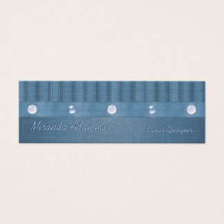 Magra blåttrandar och pryder med pärlor litet visitkort