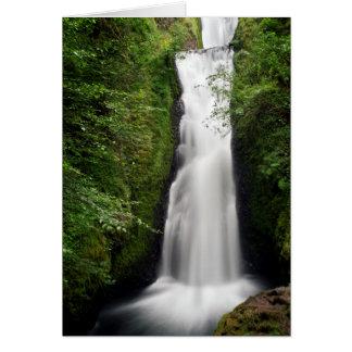 Majestätisk vattenfall hälsningskort