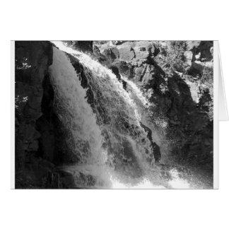 Majestätisk vattenfall - krusbärnedgångar hälsningskort