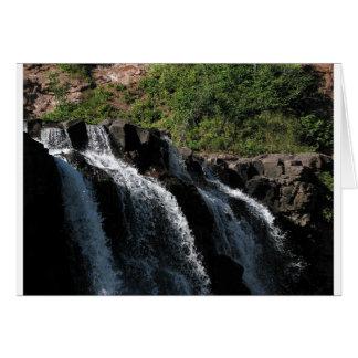 Majestätisk vattenfall - krusbärnedgångar vid hälsningskort