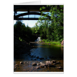 Majestätisk vattenfall på krusbärnedgångar - natur hälsningskort