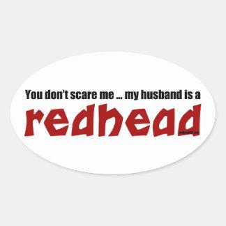 Maken är en rödhårig ovalt klistermärke