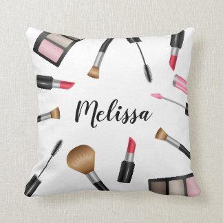 Makeupprodukter med personlignamn kudde