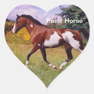 Måla hästen som traver hjärtaklistermärken hjärtformat klistermärke