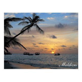 Maldiverna - Kandoludu ö på solnedgångvykortet Vykort