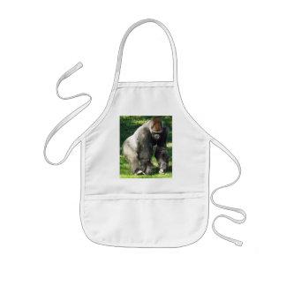 Male Lowlandgorilla för Silverback som står upp Barnförkläde