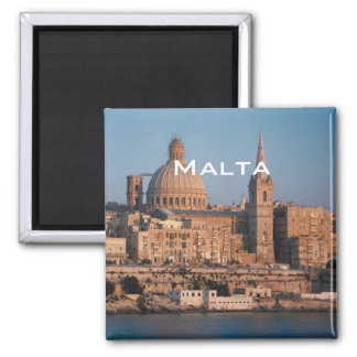 Malta reser magneten för souvenirfotokylen