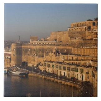 Malta Valletta, hamn beskådar från lägre Barrakka Kakelplatta
