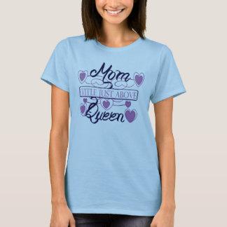 Mamma precis ovanför queen. t-shirts