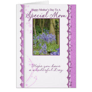 Mamma som fostrar söndagmors dag hälsningskort