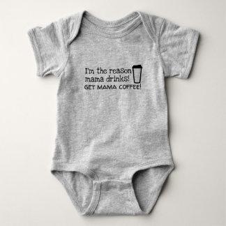 mamman dricker kaffe tee shirts