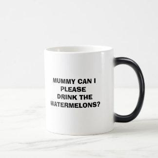 MAMMAN KAN MIG BEHAGA DRINKEN VATTENMELNARNA? MAGISK MUGG