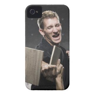 man i praktiseras kampsportar för en svart iPhone 4 Case-Mate case